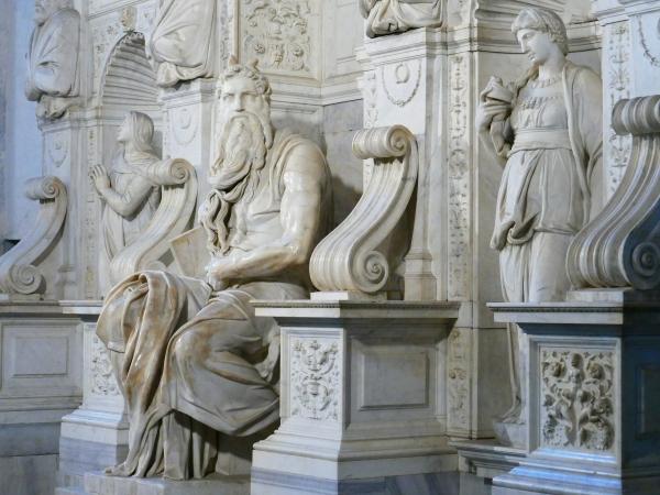 Zwischen 1513 und 1515 schuf Michelangelo die Skulptur des Moses für das Grabmal von Papst Julius II. in der Kirche San Pietro in Vincoli (Rom). – Foto: LoggaWiggler-pixabay.com
