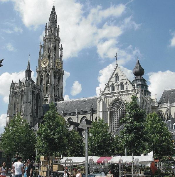 Der Turm der Kathedrale von Antwerpen gehört zum Weltkulturerbe. Foto:Jerzy Sawluk_pixelio